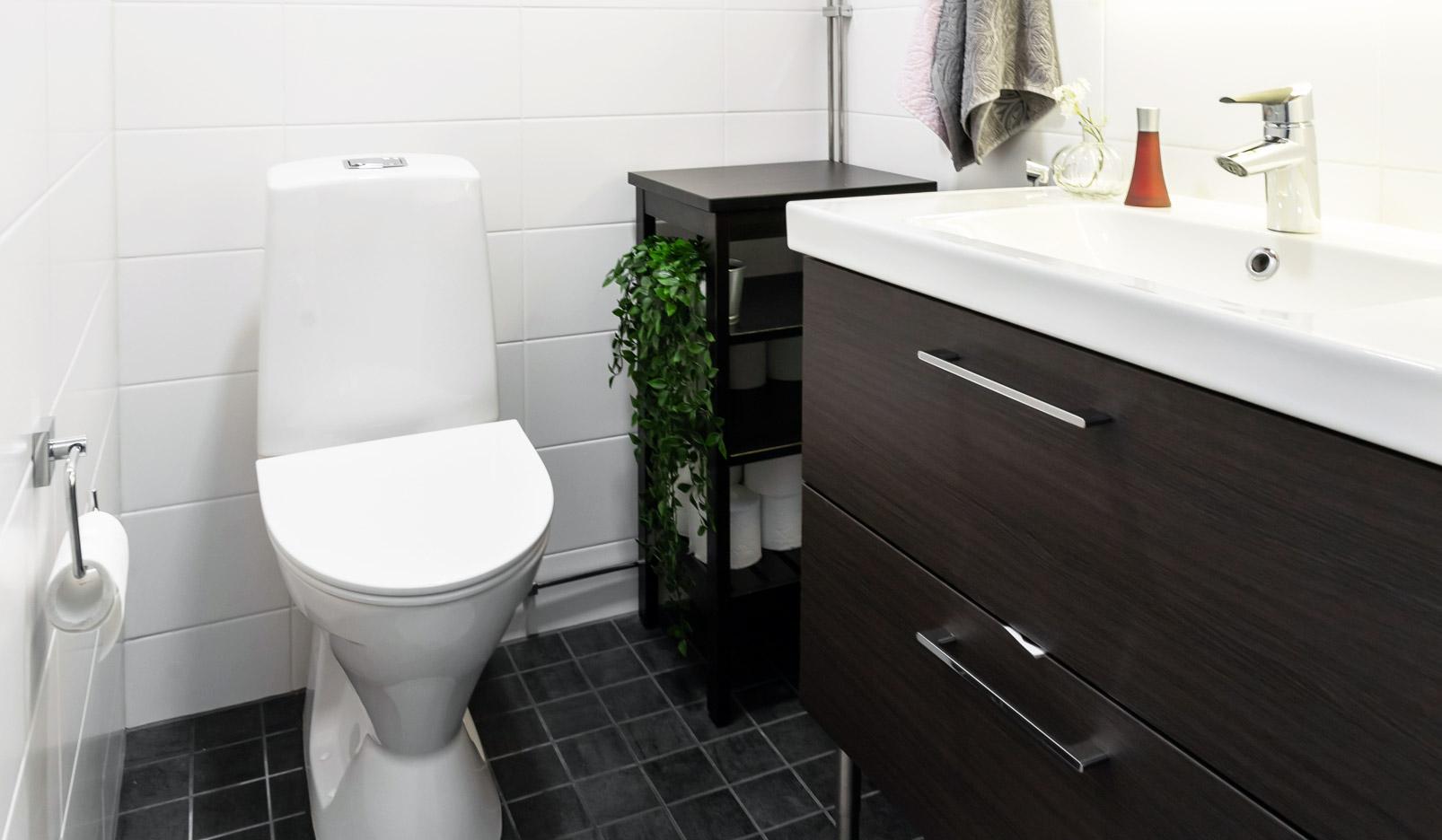 WC:n kalusteasennukset Pirkanmaalla.